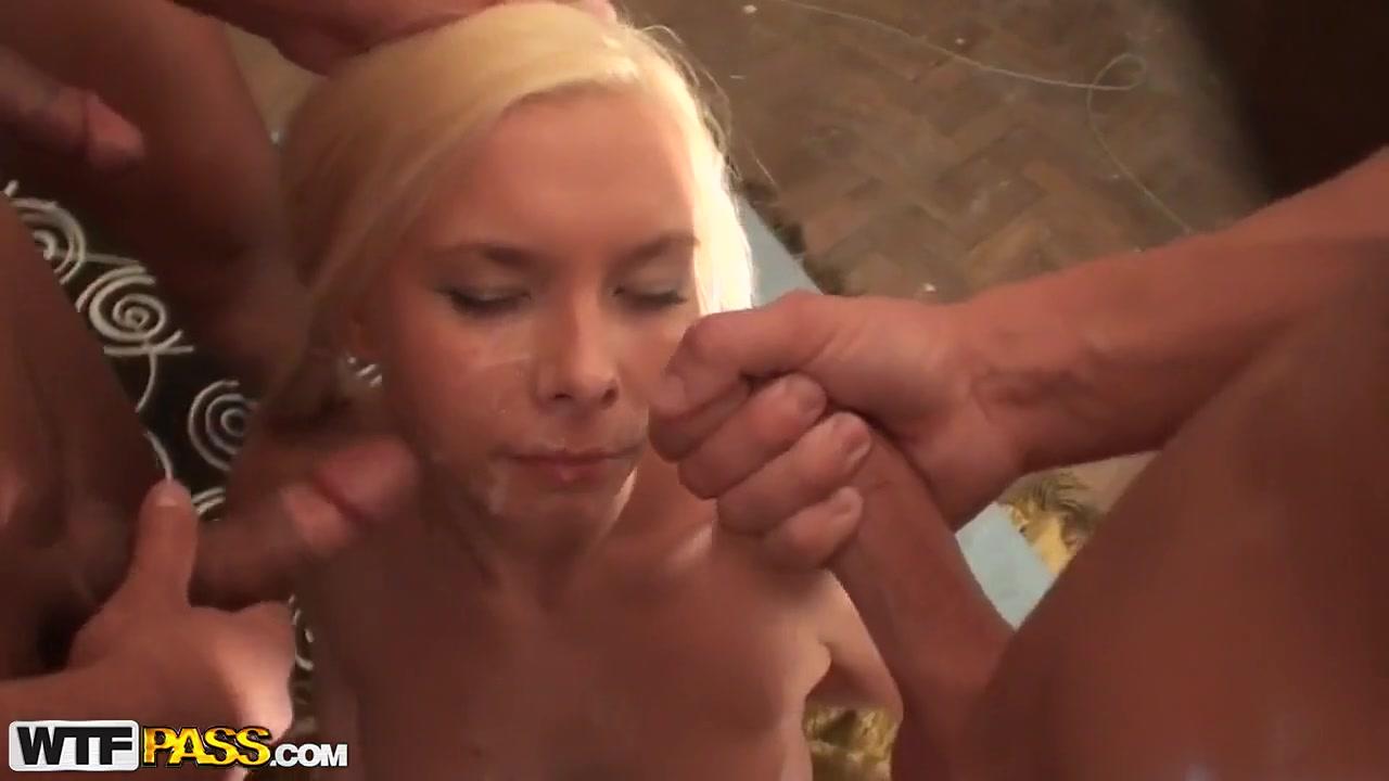 Пердолят русскую блонду втроем