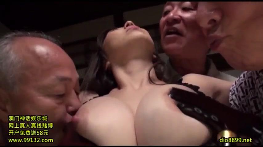 Замужняя японка ебется со стариками