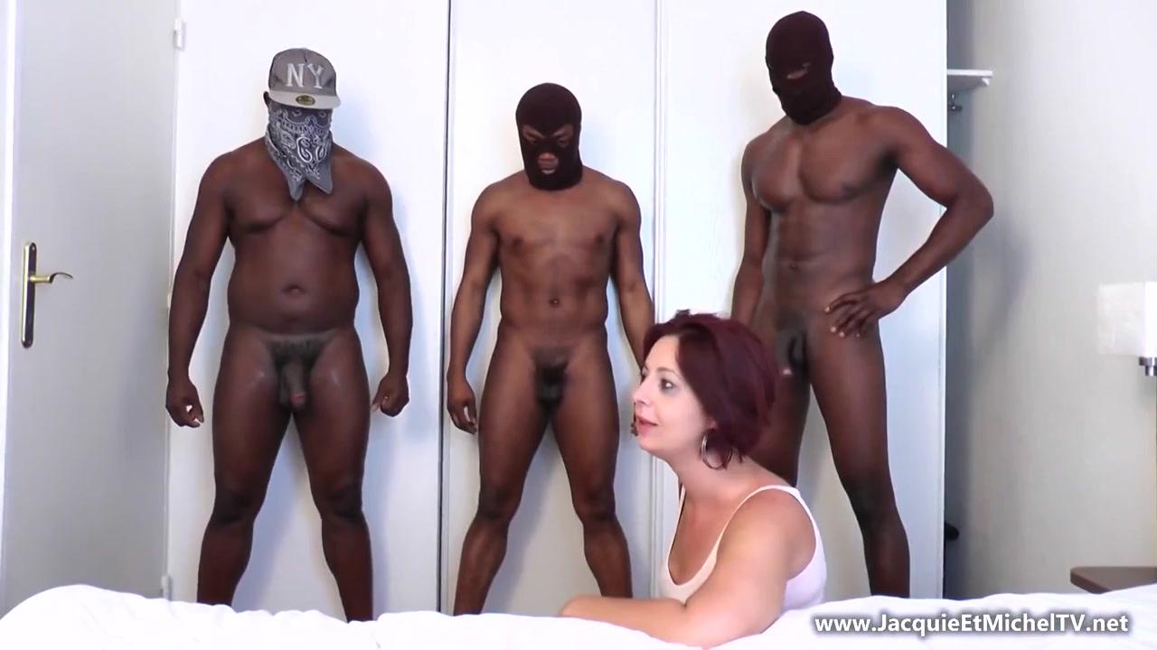Взрослая женщина и три негра