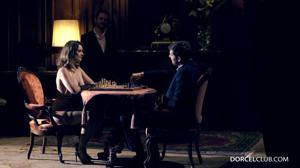 Элегантная француженка поебалась с тремя мужчинами - скриншот #1