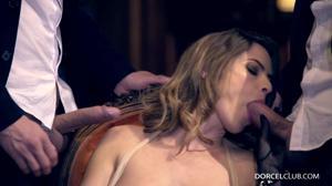 Элегантная француженка поебалась с тремя мужчинами - скриншот #10