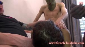 Красивую француженку имеют втроем - скриншот #8
