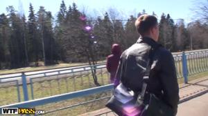 Русские пикаперы сняли шлюху в электричке и на двоих раскатали ее - скриншот #1