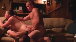 Двое ебут выпившую подругу - скриншот #6