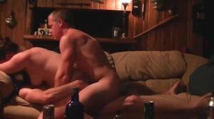 Двое ебут выпившую подругу - скриншот #9