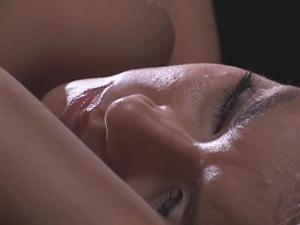 Трансы ебут азиатскую красавицу - скриншот #11
