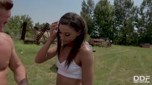 Два тракториста отвафлили дочку фермера - скриншот #3