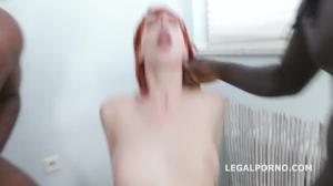 Узкожопая сучка дает неграм в очко - скриншот #10