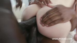 Узкожопая сучка дает неграм в очко - скриншот #17