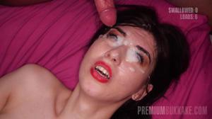 Туповатой телочке залили спермой все лицо - скриншот #14