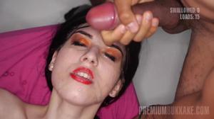 Туповатой телочке залили спермой все лицо - скриншот #18