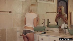 Два негра развлеклись с нежной блондинкой 🍓 - скриншот #1