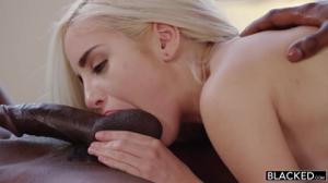 Два негра развлеклись с нежной блондинкой 🍓 - скриншот #14