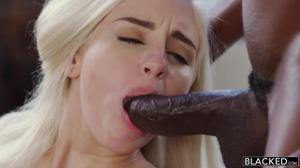 Два негра развлеклись с нежной блондинкой 🍓 - скриншот #9