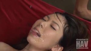 Японскую шлюшку ебут все кому не лень - скриншот #20