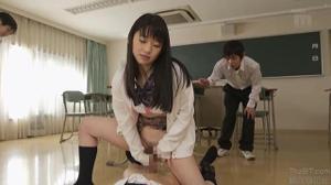 Всей группой выебали японскую студентку - скриншот #18