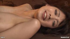 Японка часто оказывается в ситуациях группового секса - скриншот #16