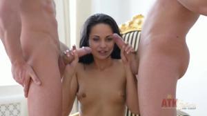 Незабываемый секс для обаятельной русской девушки - скриншот #20