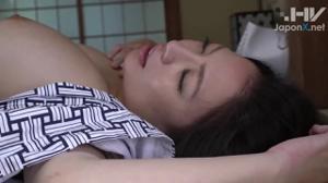 Порево с сочной японской милфой - скриншот #13