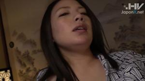 Порево с сочной японской милфой - скриншот #9