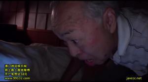 Замужняя японка ебется со стариками - скриншот #11