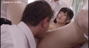 Молодую японскую училку ебут всем универом - скриншот #13