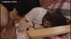 Молодую японскую училку ебут всем универом - скриншот #2