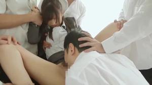 Японскую училку ебут все студенты - скриншот #9
