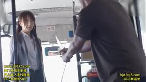Азиатку ебут всем автобусом - скриншот #2