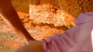 Вафлят и ебут бабу в пещере на море - скриншот #8