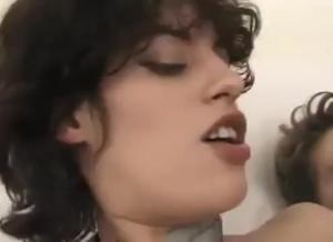 Стройная француженка и два бисексуала - скриншот #16