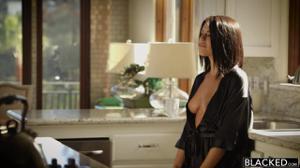 Сегодня Адриана умылась спермой трех негров - скриншот #1