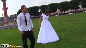 Распутную невесту пустили по кругу - скриншот #1