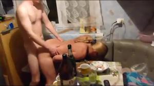 Секс во время застолья - скриншот #14