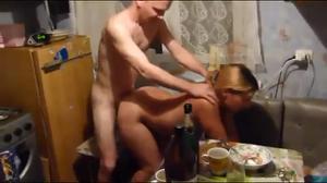 Секс во время застолья - скриншот #17