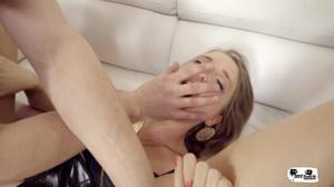 Аню дрюкают в очко и в киску - скриншот #8