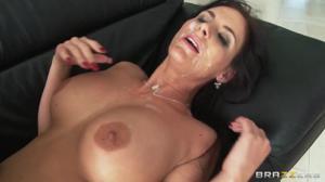 Зрелую порно модель опустили на ганг банге - скриншот #21
