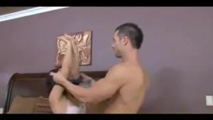 Бисексуальный МЖМ с брюнеткой - скриншот #1