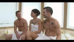 Бисексуальный МЖМ с брюнеткой - скриншот #21