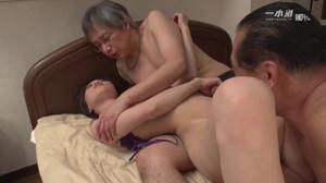 Молодую азиатку ебут старики - скриншот #10