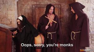 Разоблачение статной монашки - скриншот #1