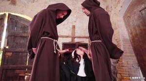 Разоблачение статной монашки - скриншот #3