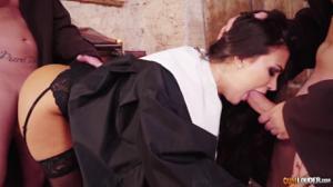 Разоблачение статной монашки - скриншот #7