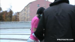 Русская сучка поебалась с двумя парнями - скриншот #1