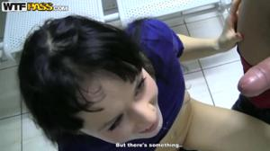 Русская студентка за денежку дала двоим - скриншот #20