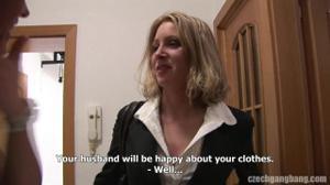 Женщину директора банка ебут толпой - скриншот #21