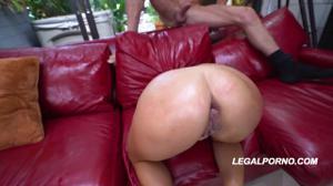 Монику шпилят большими хуями - скриншот #15