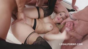 Блондинка Кира на деле показывает как ей нравится секс - скриншот #10