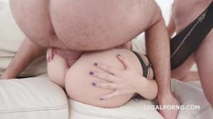 Блондинка Кира на деле показывает как ей нравится секс - скриншот #11