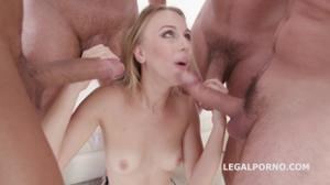 Блондинка Кира на деле показывает как ей нравится секс - скриншот #6